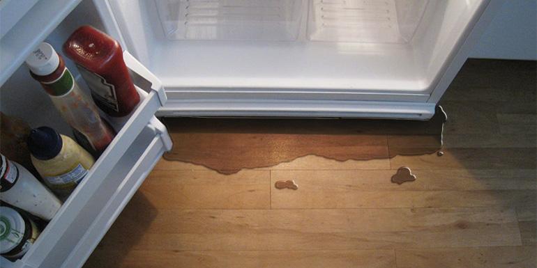 Τα-πάντα-για-τη-διαρροή-νερού-από-το-ψυγείο
